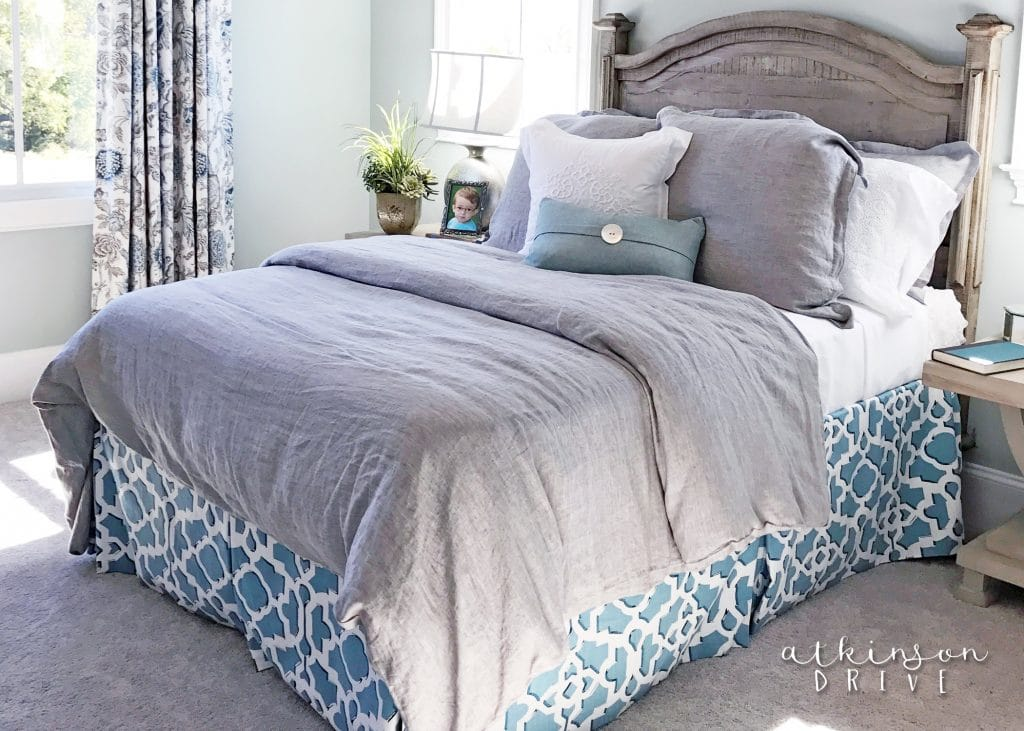 Comfortable and casual guest bedroom with wood headboard /// Woodridge Home Tour by Atkinson Drive