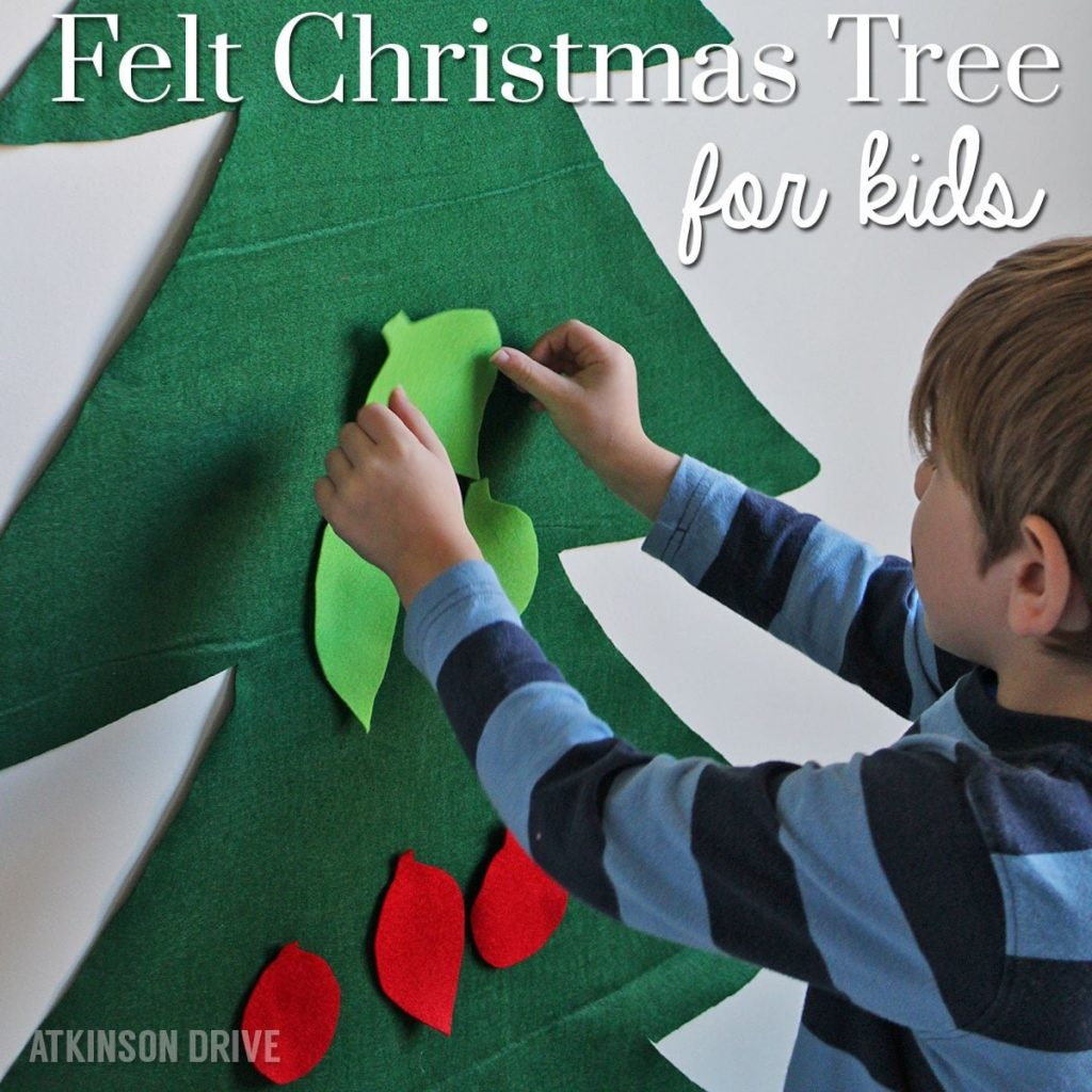 Your kids will love decorating and redecorating this fun felt Christmas tree all season! /// by Atkinson Drive