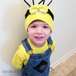 Your little one is sure to be thrilled with this homemade Despicable Me Minion costume for Halloween! /// Atkinson Drive
