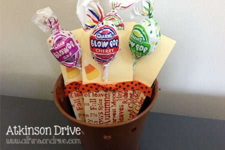 Homemade Halloween candy envelopes are a great way to stylishly give out holiday candy. They're not only adorable, but perfect for giving out at school candy swaps! /// by Atkinson Drive