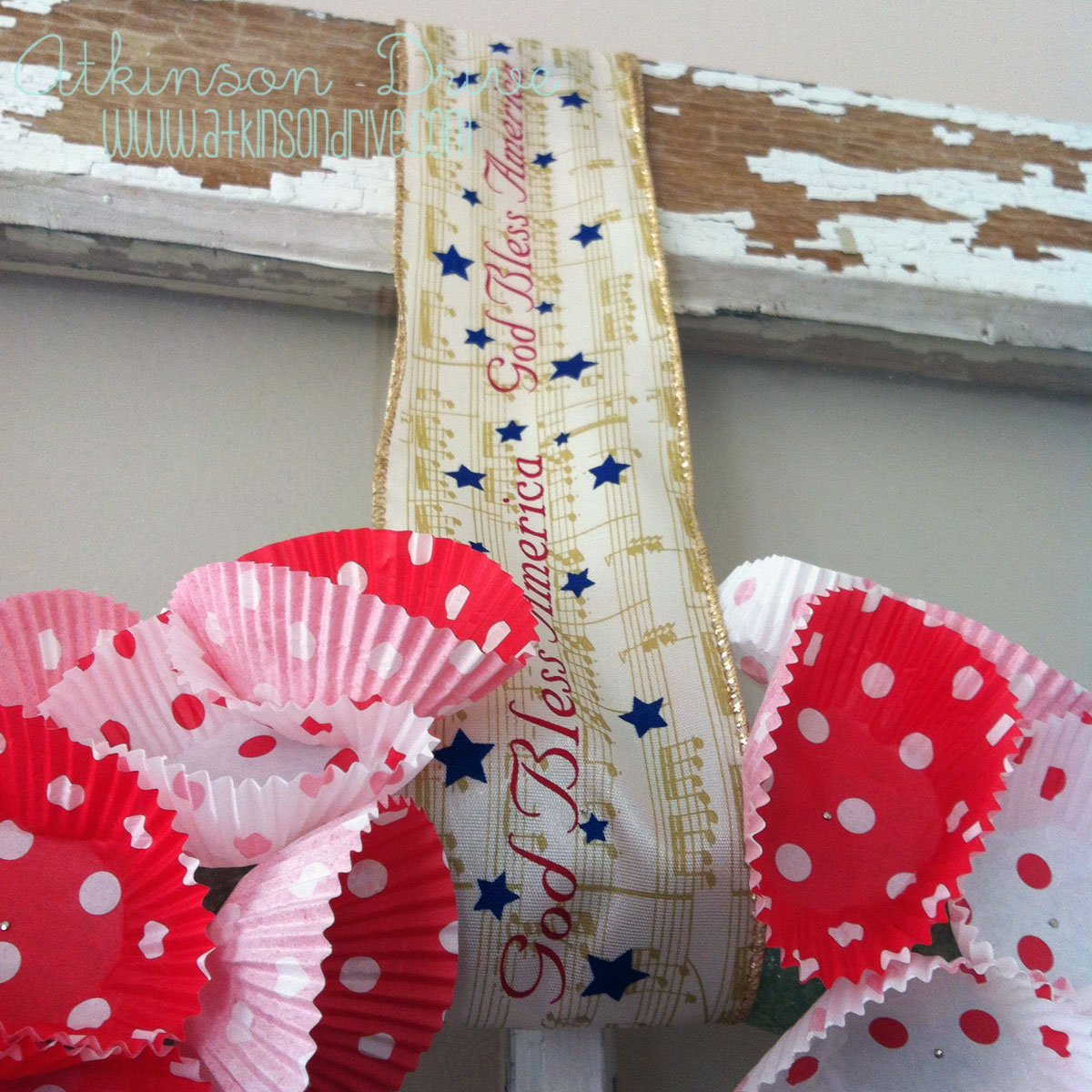 {Patriotic} Cupcake Wreath